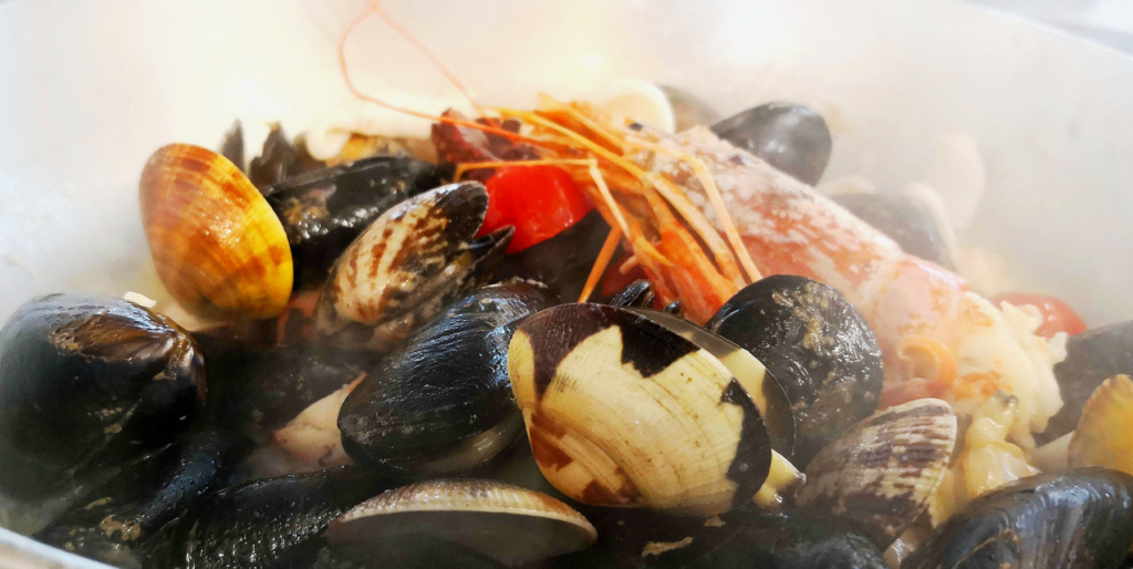Un piatto di pesce al ristorante Chalet della Rotonda di Livorno